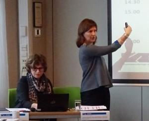 Aase Gundersen (ILPI) og Kristin Holter (Stakeholder AS) fører deltakerne gjennom prosessen med hrdd