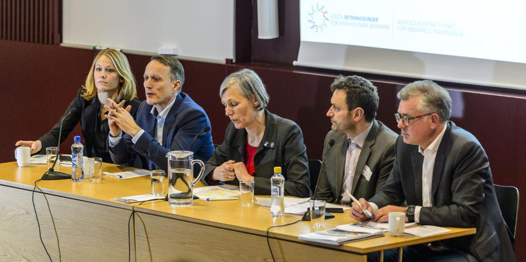 Panelet: Aud Gravås - DNO, Erik I. Nürnberg - Statoil, Elisabeth Gammelsæter - Norsk Bergindustri, Arild Hermstad - FIVH og Frode Elgesem - OECDs Kontaktpunkt