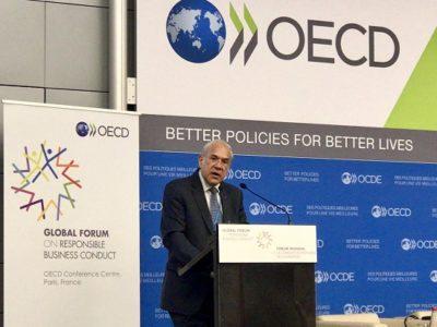 Bilde av OECDs Generalsekretær på talerstol