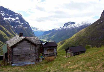 KLD fotostil, natur motiv eksempel 1, hytte i dal