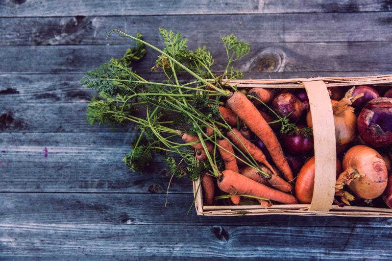 Kurv med grønnsaker