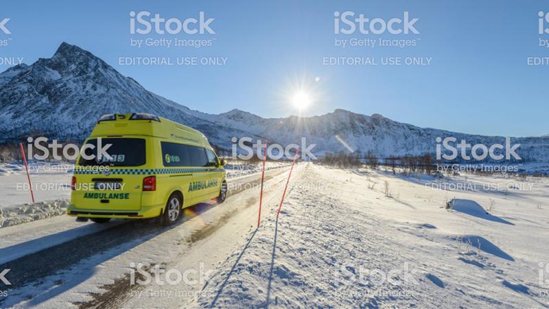 ambulanse i snø landskap