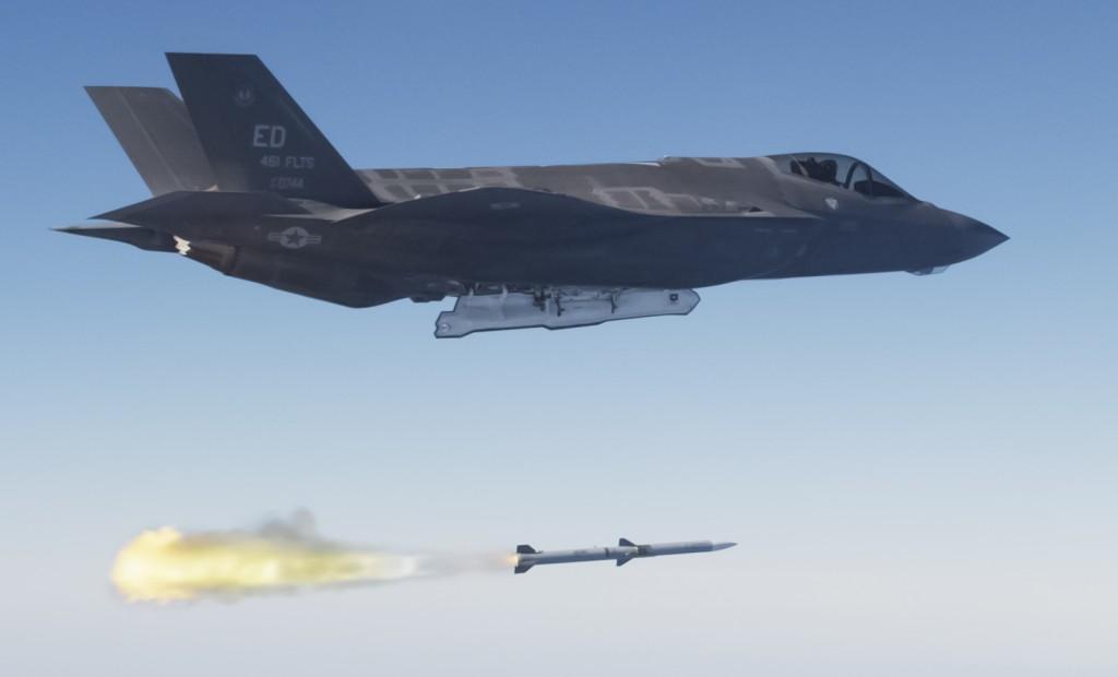 F-35 vil ha en ytelse med våpen som langt overgår det vi har med F-16 i dag. Foto: Lockheed Martin