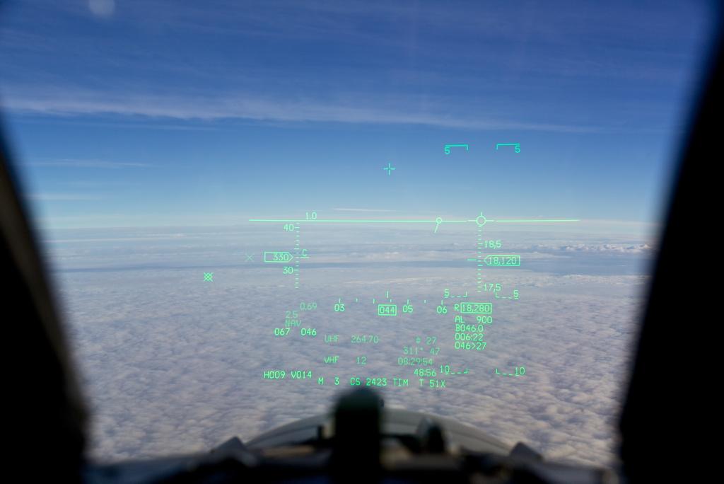 Hvis du ikke finner motstanderen kan du heller ikke skyte mot han - og da har du liten nytte av manøvrerbarhet. Her fra et heads-up display i norsk F-16. Foto: Morten Hanche