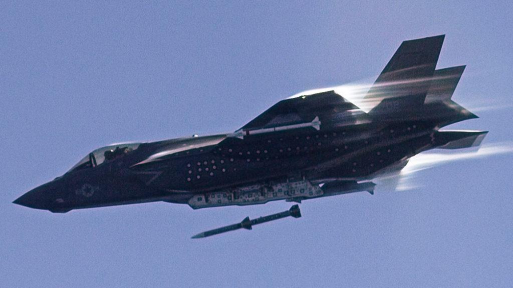 """Innholdet i de årlige testrapportene for F-35 fremstilles ofte som """"slakt"""" av flyet. Morten Hanche peker her på eksempler fra F-16 og andre tidligere fly som gir et litt annet bilde. Foto: USAF"""