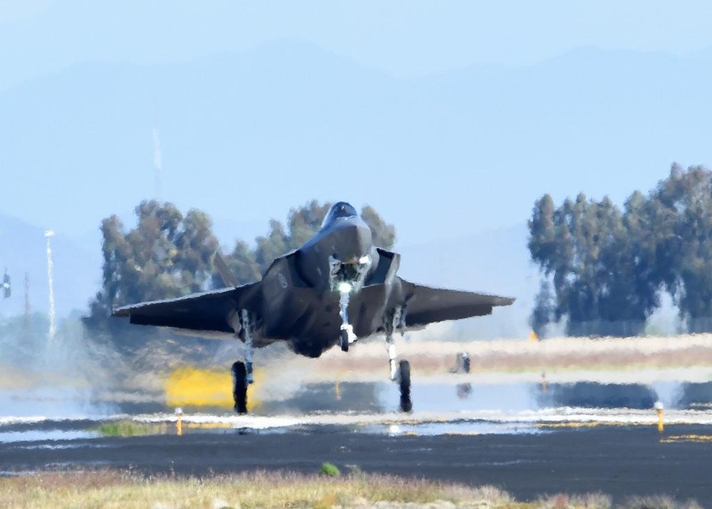 Norsk fly under landing på Luke AFB. Foto: USAF
